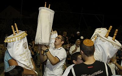 Israelis dance with Torah scrolls during the festival of Simchat Torah, September 2010. (photo credit: Gershon Elinson/Flash90)