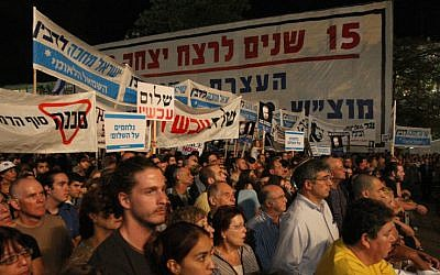 Thousands gather at Tel Aviv's Rabin Square to mark 15th anniversary of prime minister's assassination, Tel Aviv, Oct 30, 2010. (photo credit: Keren Freeman/Flash90)