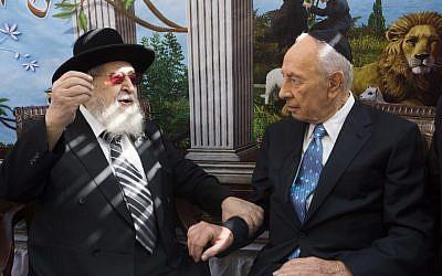 President Shimon Peres visiting the sukkah of Shas spiritual leader Rabbi Ovadia Yosef in 2012. (photo credit: Yonatan Sindel/Flash90)