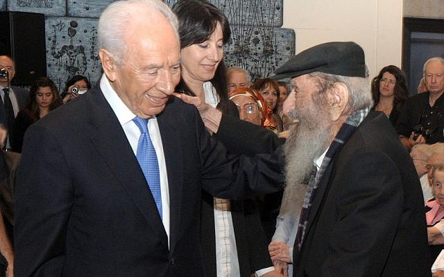Israel's Number 1 citizen, President Shimon Peres, welcomes the country's oldest citizen, 112-year-old Zechariah Barashi, in Jerusalem, Thursday (photo credit: Mark Neyman/GPO/Flash90)