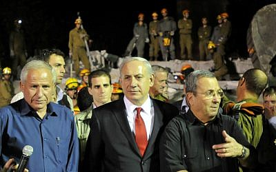 Home Front Defense Minister Avi Dichter, Prime Minister Benjamin Netanyahu and Defense Minister Ehud Barak during a major preparedness drill on Sunday (photo credit: Yossi Zeliger/Flash90)