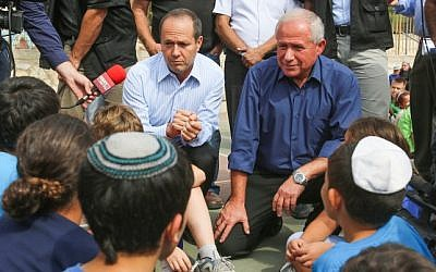 Home Front Defence Minister Avi Dichter, right, and Jerusalem Mayor Nir Barkat speak to students during an earthquake drill in their school, in Jerusalem on Sunday, Oct. 21 (photo credit: Oren Nahshon/Flash90)