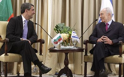 Bulgarian President Rosen Plevneliev (left) meets with President Shimon Peres in Jerusalem Monday. (photo credit: Miriam Alster/Flash90)