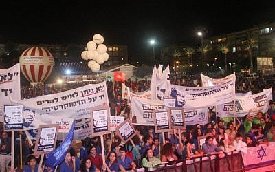 Some 20,000 participated in a rally in memory of slain prime minister Yitzhak Rabin in Tel Aviv on Saturday, Oct. 27 (photo credit: Roni Schutzer/Flash90)