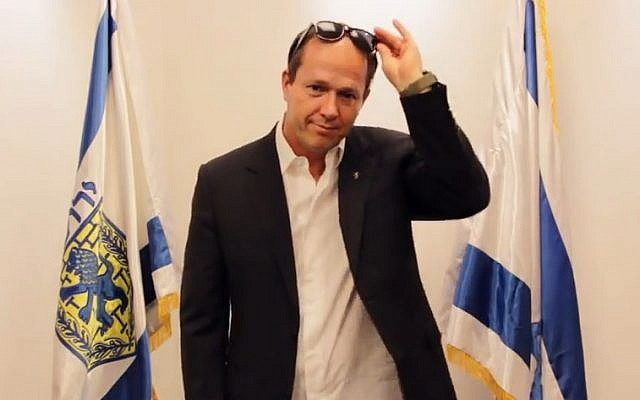 Jerusalem Mayor Nir Barkat makes a surprise appearance at the end of the clip (screen capture/YouTube)