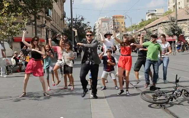 Jerusalemites dance to the beat of Gangam Style in the city's central Zion Square (screen capture/YouTube)