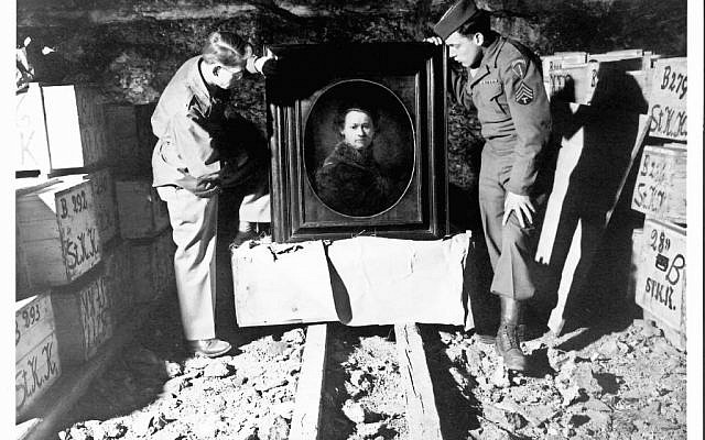 Harry Ettlinger, right, and Dale Ford, US soldiers who served as Monuments Men, are shown in 1945 or 1946 inspecting a Rembrandt in a salt mine where the Nazis stored stolen and hidden art. (Photo credit: National Archives and Records Administration via JTA)