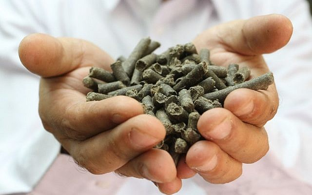 Applied Cleantech's Recycllose, a raw material that can be used in the plastic and paper industry (Photo credit: PR Newswire)