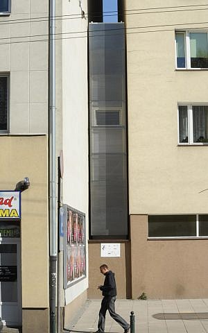 A passerby walks past one of the world's narrowest houses, in Warsaw, Poland, Friday, Oct. 19, 2012 (photo credit: AP/Alik Keplicz)
