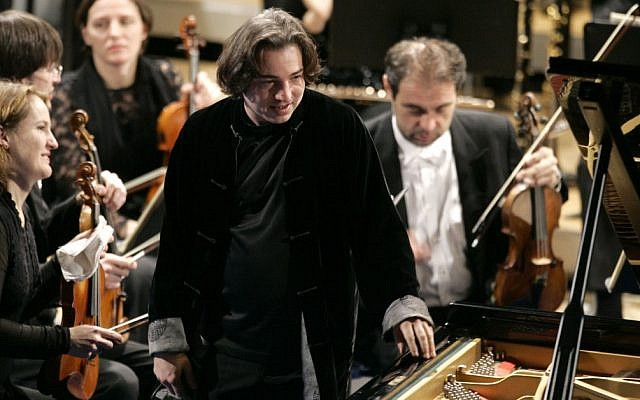 Turkish pianist Fazil Say, center, stands during a performance at the World Economic Forum in Davos, Switzerland, in 2009 (photo credit: AP/Virginia Mayo)