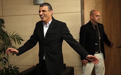 Communications Minister Moshe Kahlon announcing that his is leaving politics, 2012. Miriam Alster/Flash90)