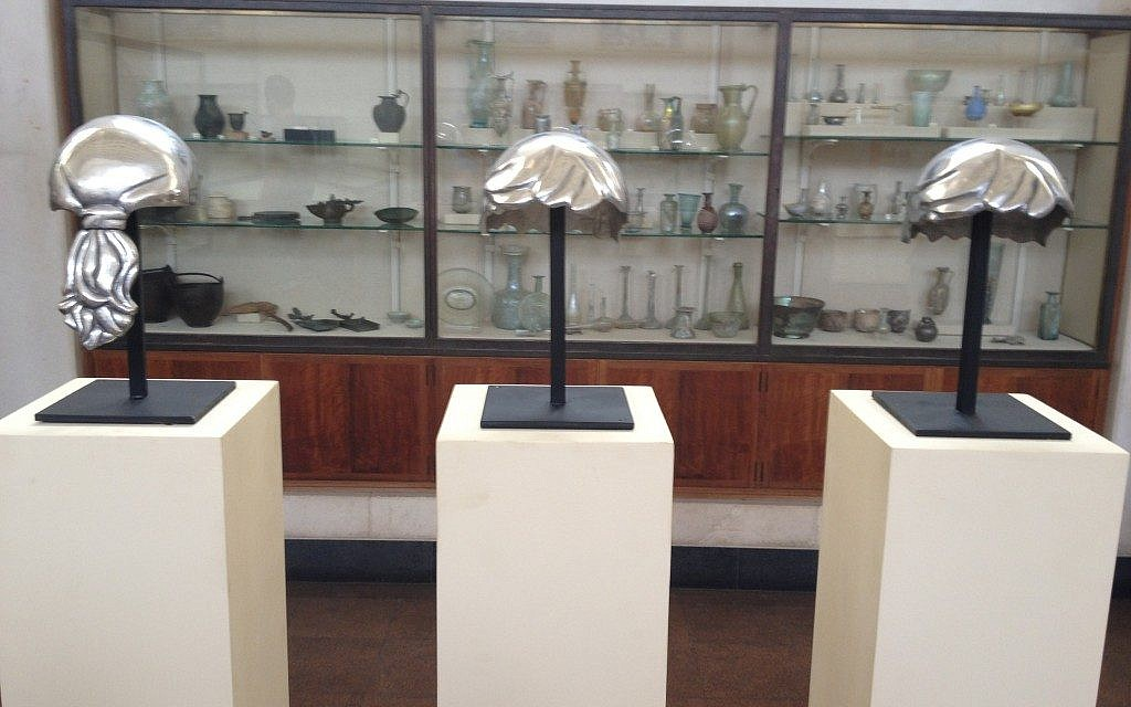 The modern helmet at Manofim in the Rockefeller Archaeological Museum (photo credit: Jessica Steinberg/Times of Israel)