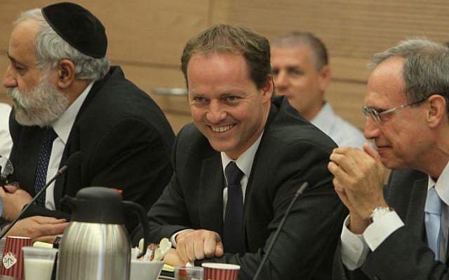 MK Yohanan Plesner flanked by Nissim Ze'ev, left, and Nachman Shai (Photo credit: Miriam Alster/ Flash 90)