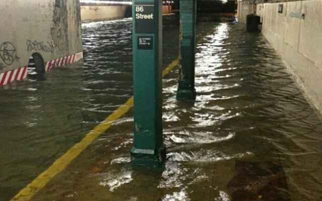 86th Street subway station flooded after Sandy (photo: JTA/ @HeyVeronica via Twitter)