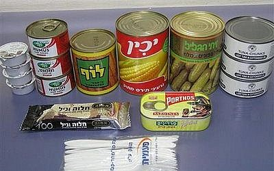 The more or less typical contents of manot krav (Courtesy Marcelo Hamaguen)