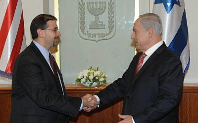 Ambassador Dan Shapiro (left) meeting Prime Minister Benjamin Netanyahu in Jerusalem in November 2012. (photo credit: Amos Ben Gershom/GPO)