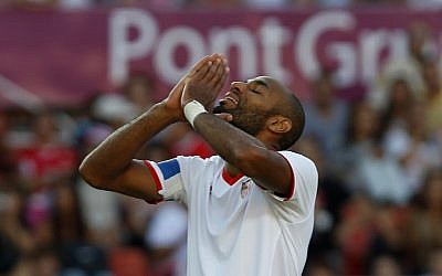 Former Sevilla striker Frederic Kanoute from Mali is one of the international soccer players to sign a petition protesting Israel's hosting of the  EUFA under-21 tournament next year (photo credit: AP/Angel Fernandez)