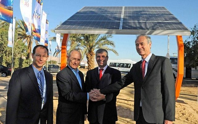 At the opening of the new National Technology and Renewable Energy Center in at Kibbutz Yotvata. Pictured left to right: Avi Feldman, CEO Capital Nature; Dr Uzi Landau, Minister of Energy and Water; Shalom Simhon, Minister of Industry, Trade and Labor; Dr. Stuart Wenham, Suntech's Chief Technology Officer (Photo credit: Courtesy)