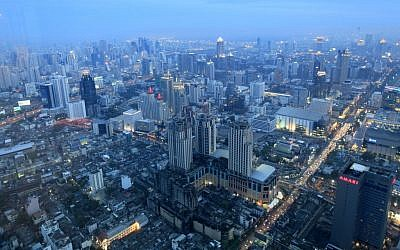 Evening view of Bangkok, the capital of Thailand (Nati Shohat/Flash90)