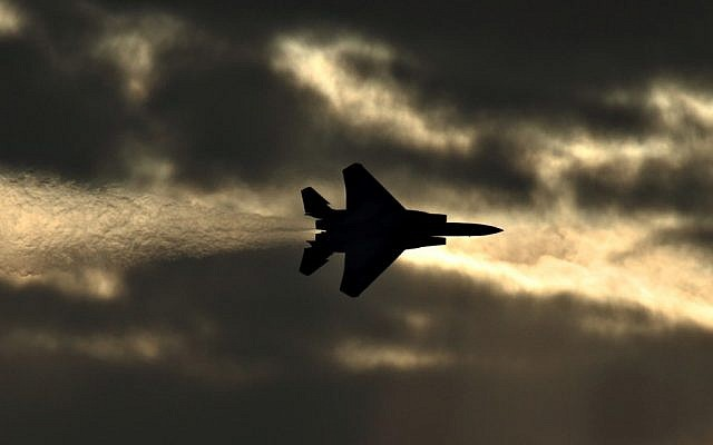 An F-15I fighter jets flies over the air force's Hatzerim base (Ofer Zidon/Flash90)