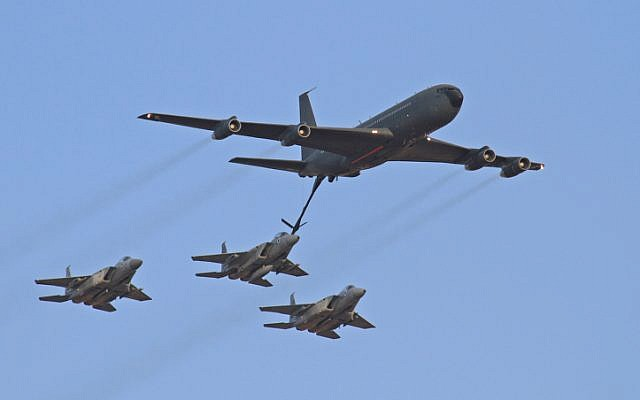 Three F-15s refueling from a Boeing 707 during a 2010 air show (Ofer Zidon/Flash 90)