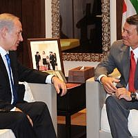 Prime Minister Benjamin Netanyahu (left) meets with Jordan's King Abdullah II in Amman on July 27, 2010. (Avi Ohayon/GPO/Flash90)