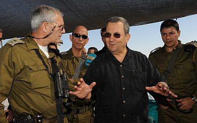 Defense Minister Ehud Barak with Major General Avi Mizrahi (left), November 2010 (photo credit: Defense Ministry/Flash90)