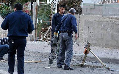 Inspectors at the site of a rocket strike in Beersheba last year. (photo credit: Dudu Grunshpan/Flash90)