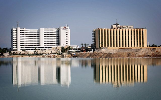 Hotéis ao longo da costa do Mar Morto (crédito da foto: Mendy Hechtman / Flash90)