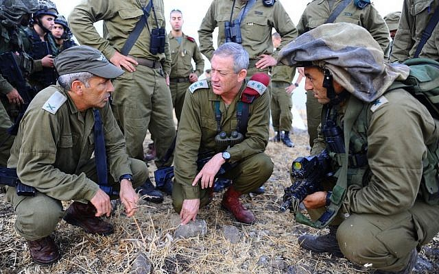 IDF Chief of Staff Benny Gantz, center, during a military exercise of the Golani Brigade, September 11, 2012 (photo credit: Ori Shifrin/IDF/Flash90)
