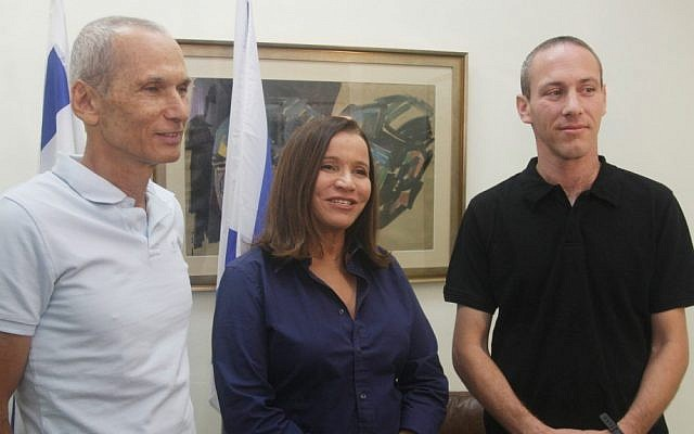 Chairwoman Shelly Yachimovich, center, introduces former Sayeret Matkal commander Omer Bar-Lev, left, and educator Chili Tropper as new recruits to the Labor Party in October (photo credit: Roni Schutzer/Flash90)