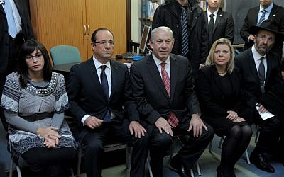 Prime Minister Benjamin Netanyahu, his wife Sara (right), and France's President Francois Hollande attend a ceremony at the Jewish school in Toulouse, southwestern France, Thursday (photo credit: Avi Ohayon/GPO/Flash90)