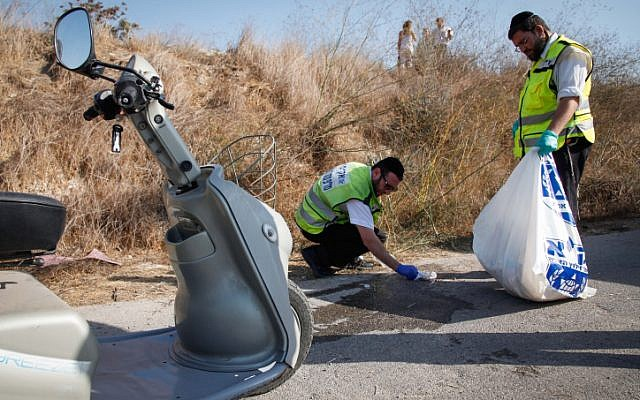 Rescue personnel retrieve the body of an 82-year-old man who lost control of his electric vehicle in the area of Malcha, Jerusalem, November 7, 2012. (photo credit: Shiran Granot/Flash90)