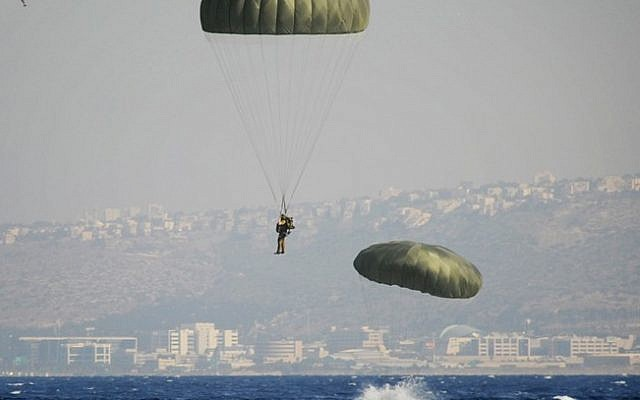 Paratroopers in training (photo credit: IDF Spokesman's Office/Flash90)