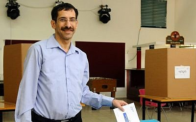 Uri Orbach votes in the Jewish Home primary on November 13, 2012. (photo credit: Yossi Zeliger/Flash90)