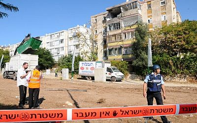 Three people were killed Thursday morning November 15 2012, when a Grad rocket hit an apartment building in Kiryat Malachi. (photo credit: Yossi Zeliger/Flash90)