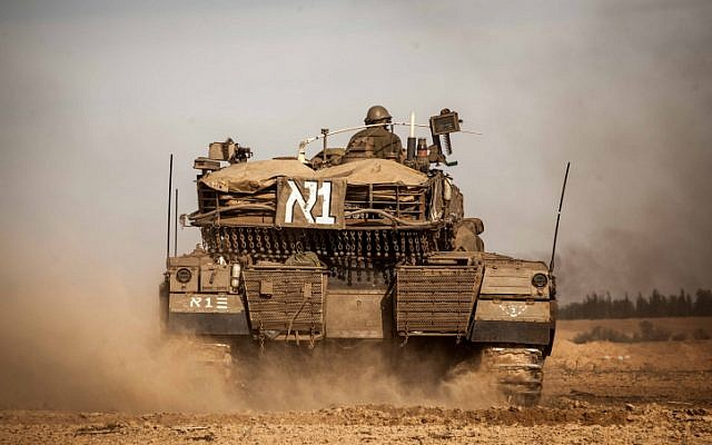 Israeli soldiers preparing their tanks along the Israel-Gaza border on the third day of Operation Pillar of Defense, November 16, 2012. (photo credit: Uri Lenz/ Flash90)
