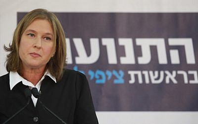 Former foreign minister Tzipi Livni announces her return to politics during a press conference in Tel Aviv on November 27, 2012. (photo credit: Flash90)