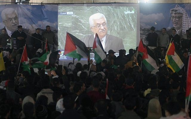 Crowds in Ramallah watch the speech of Palestinian President Mahmoud Abbas at the UN, November 29, 2012 (photo credit: Issam Rimawi/Flash90)