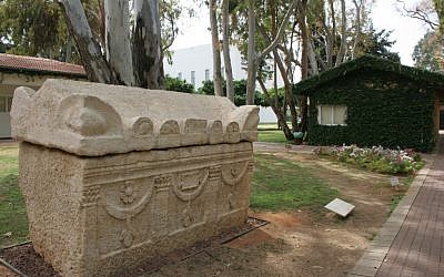 On the IDC campus in Herzliya, a sarcophagus from Tul Kerem in the Roman Period, decorated with a tabula ensata – a rectangular frame with an inscription or artistic design within. (photo: courtesy Shmuel Bar-Am)