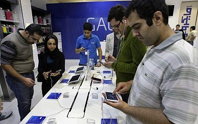 Customers try out cell phones and tablet computers in a store in Tehran, Iran, Thursday, Nov. 8, 2012 (photo credit: Vahid Salemi/AP)