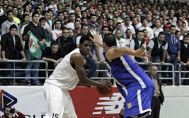 Sagesse's Deshawn Sims, left, is challenged by by Riyadi's Ahmad Ismail, during a basketball game on November 16, 2012 (photo credit: AP Photo/Bilal Hussein)