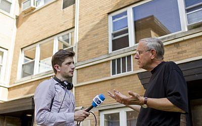 Reporter Jan Bruck interviews Ethan Bensinger in Chicago. (photo: courtesy Ray Whitehouse/Deutsche Welle)