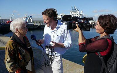 Deutsche Welle Team with Miriam Eibisfeld in Kapstadt (photo courtesy: Deutsche Welle)