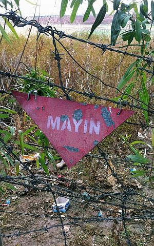 A land mine sign at the Turkey-Syria border is seen from in Akinci village in Gaziantep province, Turkey, on November 19, 2012 (photo credit: AP Photo/Christopher Torchia, File)
