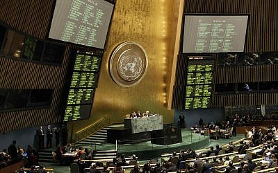 The results of a draft resolution on Palestinian status are posted in the United Nations headquarters, November 29, 2012 (AP/Kathy Willens)