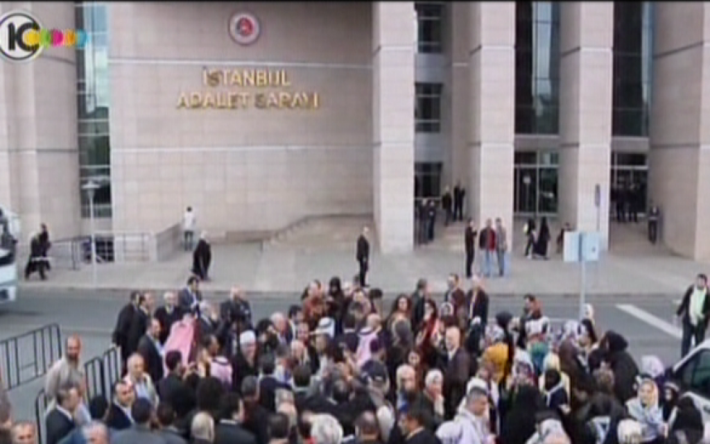 Protesters stand outside Istanbul's Palace of Justice, the site of the trial against Israeli army officers for the Mavi Marmara incident, on November 6. (photo credit: Image capture from Channel 10)