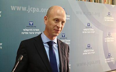 Senior Norwegian diplomat Vebrjorn Dysvik speaking in Jerusalem, Nov. 5, 2012. (photo credit: Raphael Ahren/The Times of Israel)