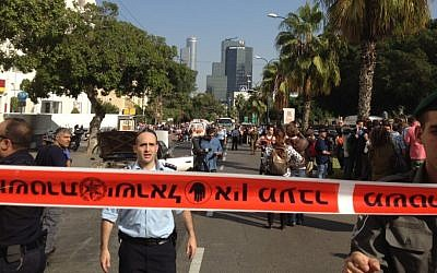 Police on the scene of the attack in Tel Aviv, Wednesday (photo credit: Joshua Davidovich/The Times of Israel)
