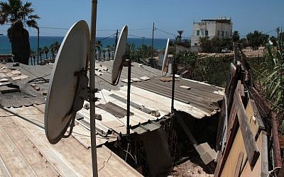 Satellite dishes on rooftop of shacks in Jaffa (Photo credit: Alana Perino/Flash90)